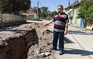 Tamamlanmayan kanalizasyon çalışmasının mahalleyi...