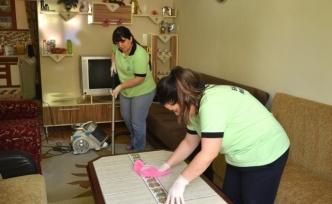 TEBEV ihtiyaç sahibi vatandaşların evlerinde bayram temizliği yapıyor