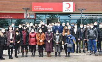 AK Parti'den azalan kan stoklarına destek çağrısı