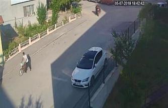 Motosiklet hırsızları güvenlik kamerasına yansıdı