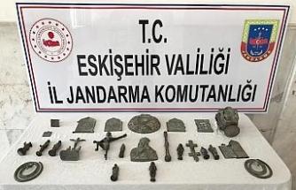 Tarihi eser kaçakçıları jandarma tarafından yakalandı