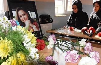 Kazada ölen Burcu öğretmen, sınıfında çiçeklerle anıldı