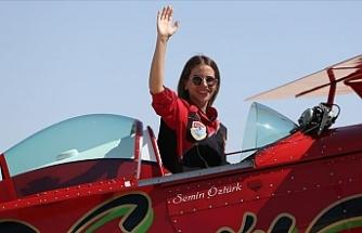 Kadın akrobasi pilotundan Cumhuriyet Bayramı'na özel gösteri