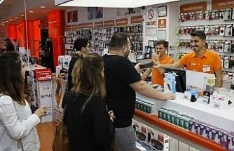 Teknosa'da yeni iPhone modellerinin ilk satışı gece başladı