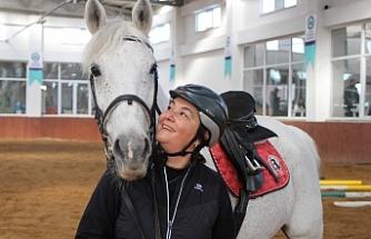 At sevgisi her şeyden vazgeçirdi
