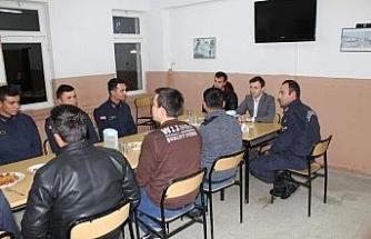 Günyüzü Kaymakamı Erdoğan vatani görevini yapan askerlerle buluştu