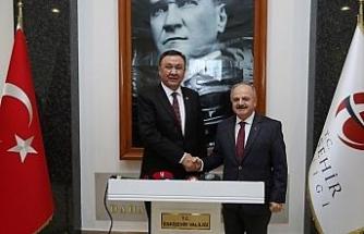 Vali Çakacak, Kırgızistan'ın Ankara Büyükelçisi Omuraliev'i kabul etti