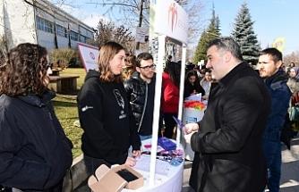 Rektör Çomaklı öğrenci kulüpleri tanıtım stantlarını ziyaret etti