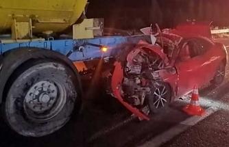 Ehliyetsiz sürücü tıra arkadan çarptı: 1'i ağır 2 yaralı