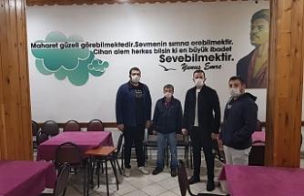 Gençlerden esnaflara ücretsiz maske dağıtımı
