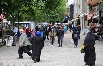 Yeni normalin ilk gününde Eskişehir sokakları daha da dolmaya başladı
