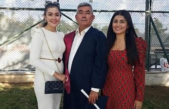 Eskişehir'de doktor kardeşler babalarının mezuniyetine katıldı