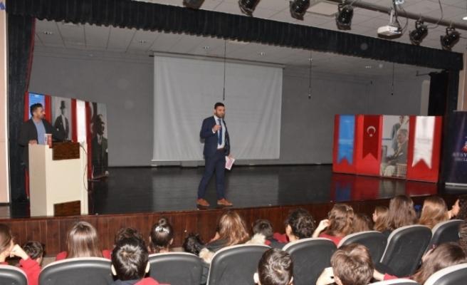 Öğrenciler güvenli internet kullanımı hakkında bilgilendirildi