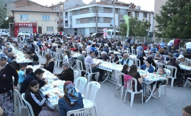 İftar sofraları Şirintepe'de de kuruldu