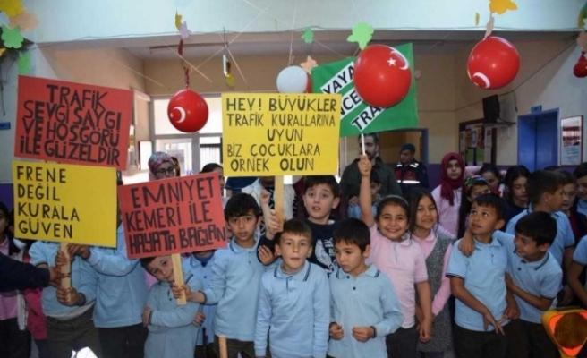 Mihalgazi'de jandarmadan çocuklara trafik eğitimi