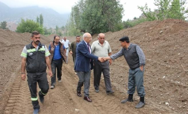 Çakırözer'den Sarıcakaya'daki çiftçilere geçmiş olsun ziyareti