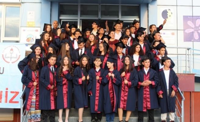 Sanatsal gösteri ve mezuniyet