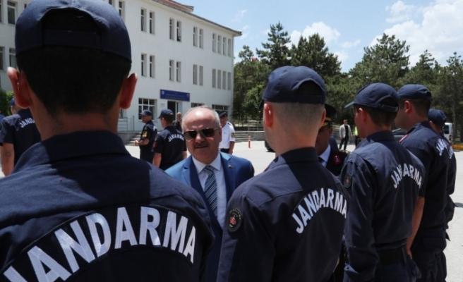 Vali Çakacak, bayramda görev yapan güvenlik güçlerini ziyaret etti