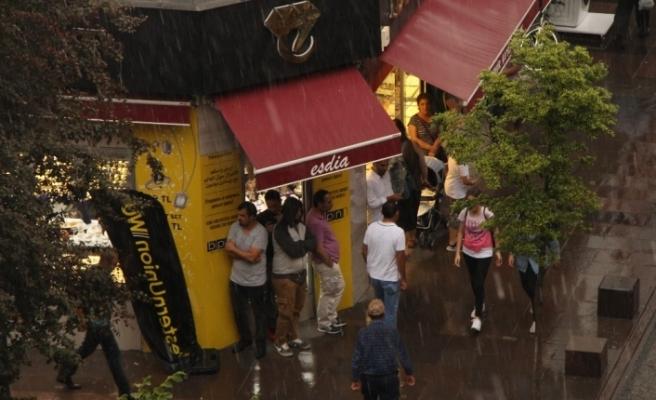Yağmur Eskişehir'i etkisi altına aldı