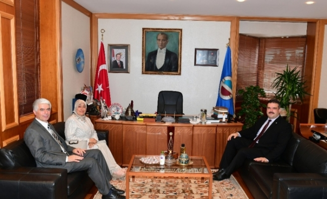 15 Temmuz şehidinin ailesinden Rektör Prof. Dr. Şafak Ertan Çomaklı'ya ziyaret