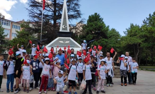 Eskişehir TÜGVA  Yazokulu Öğrencilerinden Şehitlik Ziyareti