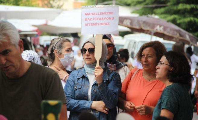 Mahalle kadınlarından pazarda baz istasyonu protestosu
