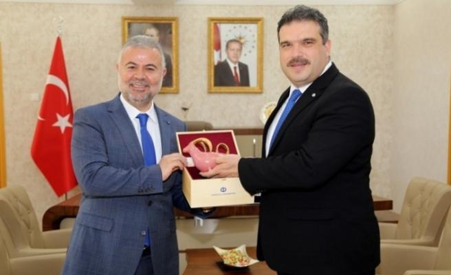 Rektör Prof. Dr. Çomaklı'dan, Tokat Gaziosmanpaşa Üniversitesi Rektörü Prof. Dr. Şahin'e ziyaret