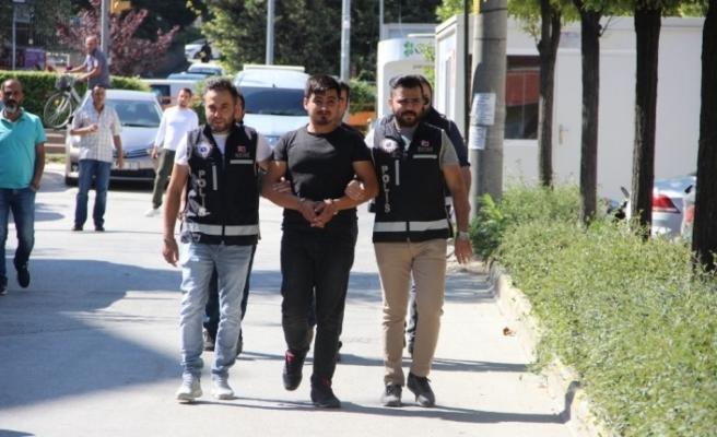 Sosyal medyadan silah kaçakçılığı yapan şahıslar yakalandı