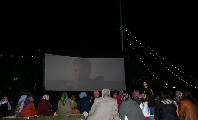 Açık Hava Sinema Geceleri nostalji yaşatıyor