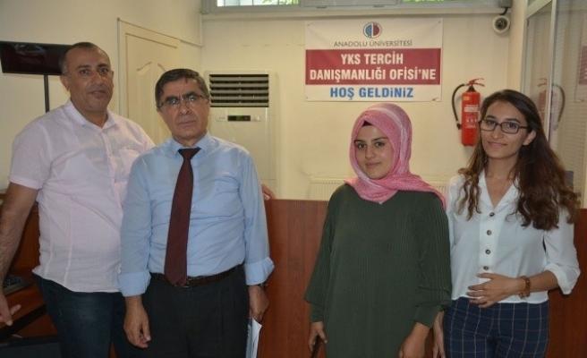 Anadolu Üniversitesi Uşak Tercih Danışmanlığı Ofisine yoğun ilgi