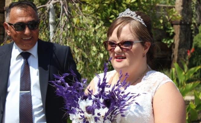 Down sendromlu gelinin düşlerini süsleyen düğün gerçek oldu