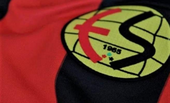 Eskişehirspor'da antrenmana çıkmayan futbolculara ödeme yapıldı