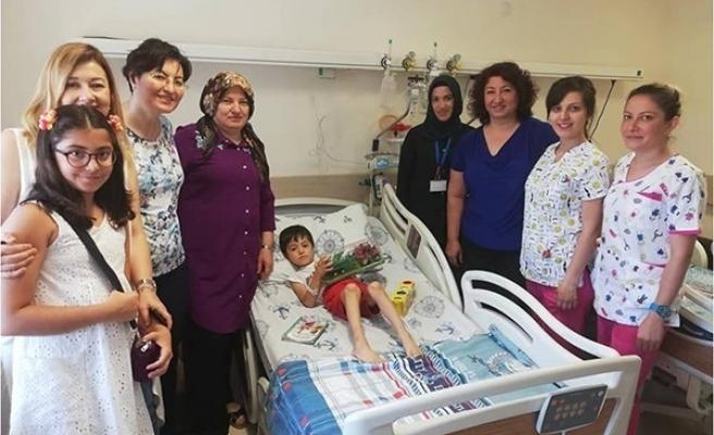 ESOGÜ Hastanesi yetkilileri hasta ve personelleri bayramda unutmadı