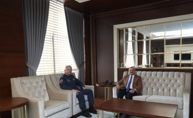 Vali Çakacak, görev yeri değişen Hava Korgeneral Mehmet Özlü'yü ziyaret etti