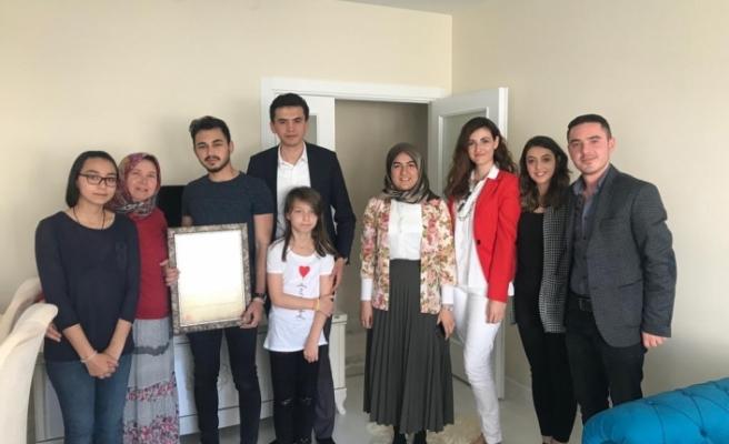 AK Parti Tepebaşı Gençlik Kolları'ndan şehit yakınlarına ziyaret
