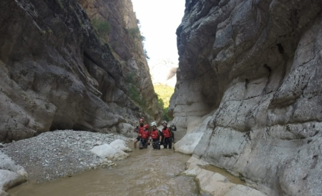 AKUT Eskişehir ekibi Harmankaya Kanyonunda incelemelerde bulundu