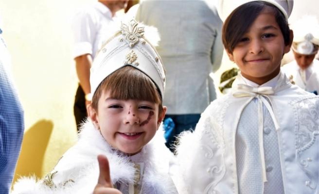 Eskişehir'de 11 yetim çocuk erkekliğe ilk adımını attı