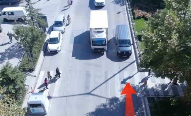 Yayaya yol vermeyen sürücüler drone ile belirlendi