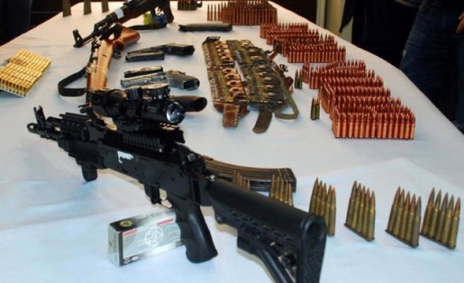 Silah kaçakçılığından gözaltına alınan 4 kişi tutuklandı
