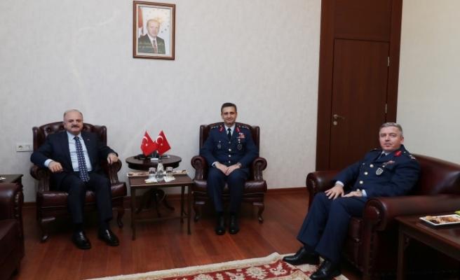 Komutanlar Vali Çakacak'ı ziyaret etti