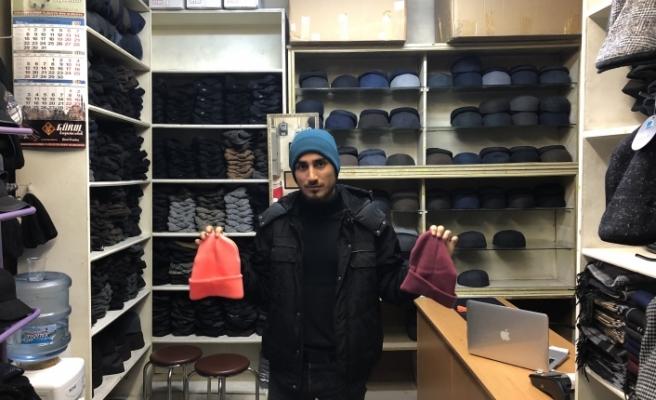 Soğuk havalar bere, eldiven ve atkı satıcılarına yaradı