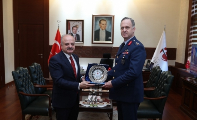 1'inci Ana Jet Üs Komutanı Ergün, Vali Çakacak'ı ziyaret etti