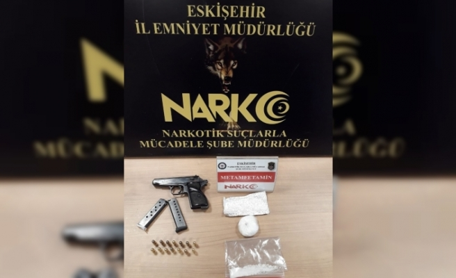 Polisin uygulama esnasında durdurduğu araçtan uyuşturucu madde ve ruhsatsız silah çıktı