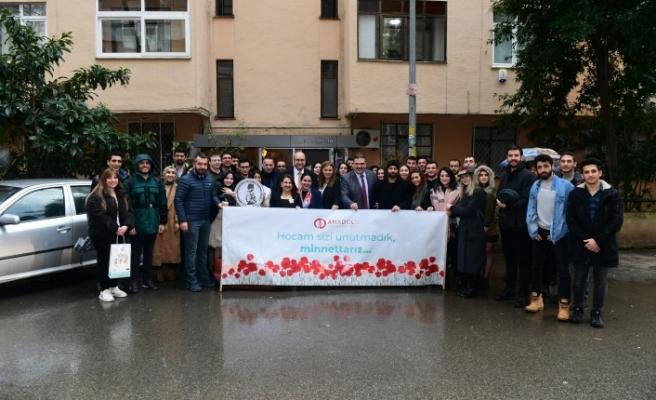 Rektör Çomaklı ve öğrencileri Anadolu Üniversitesi Kurucusu Prof. Dr. Orhan Oğuz'u ziyaret etti