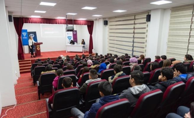 SODİGEM Mihalıççık'ta öğrencilere sosyal medyayı anlattı