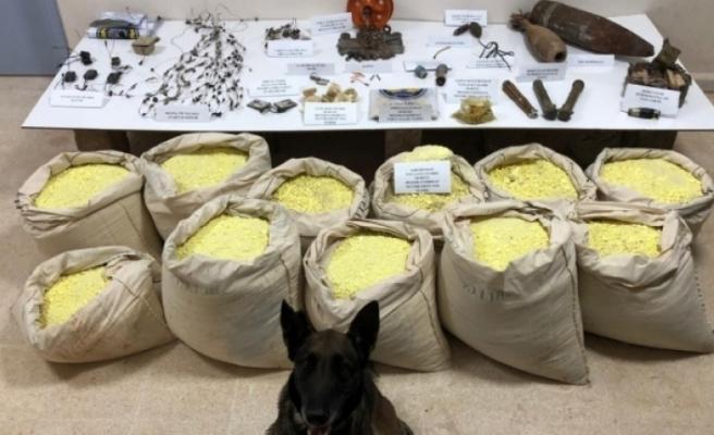 Barış Pınarı bölgesinde yüzlerce kilo patlayıcı madde ele geçirildi