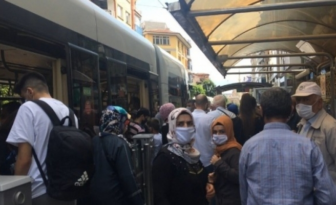 Eskişehir'de sosyal mesafesiz yolculuk