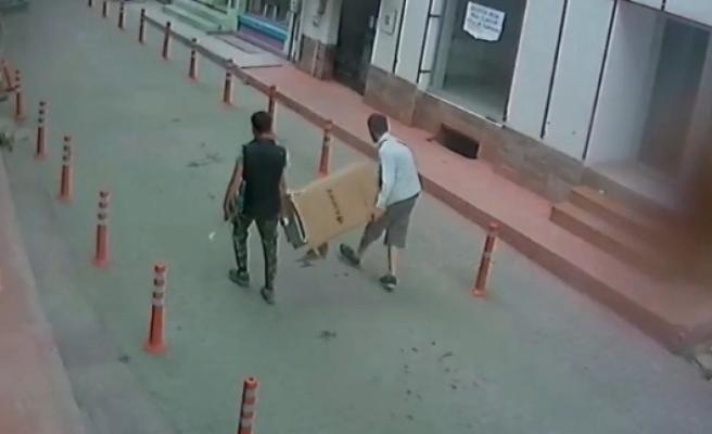 Kombi hırsızları güvenlik kameralarına yakalandı