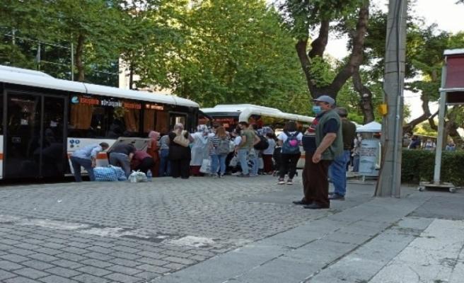 Otobüs duraklarındaki kalabalık pes dedirtti