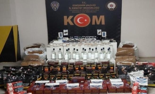 Eskişehir'de çok miktarda etil alkol ve kaçak tütün ele geçirildi